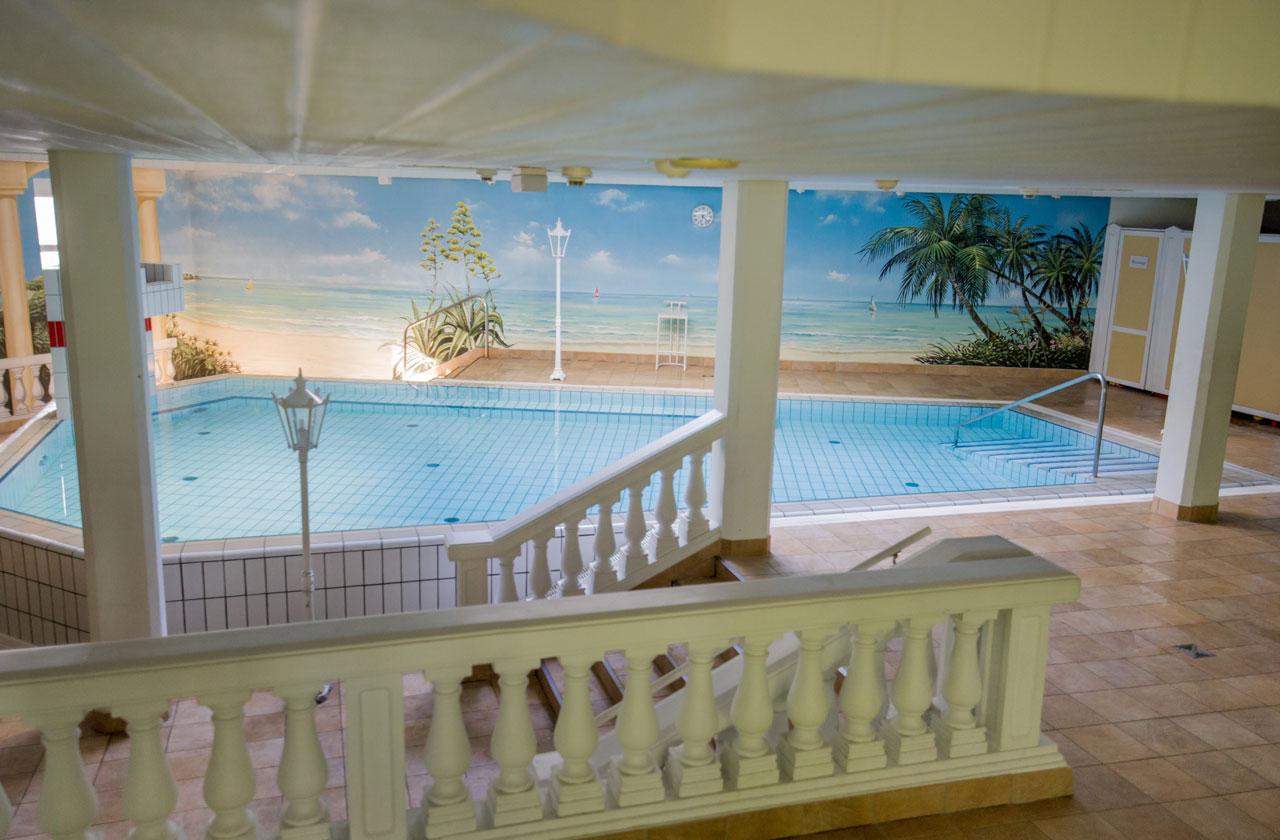 Hier sieht man eine Panoramaaufnahme unseres Beckens in der Schwimmschule Pforzheim.
